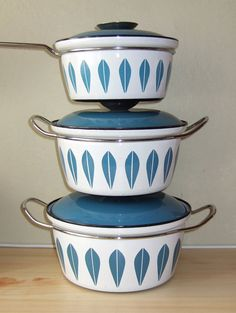 'Lotus' enamelled cook pots by Cathrineholm, Norway (designed by Grete Prytz Kittelsen).  1950s