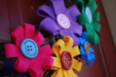 These simple, inexpensive felt flowers could be used for many things -g gift toppers, wreath decorations, hair bows, card decorations, etc.