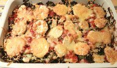 Dit één van de beste ovenschotels ooit! Je kunt het een lasagne noemen doordat je het in laagjes opbouwt, maar het heeft ook veelvaneen parmigiana, maar dan zonder aubergine. De combinatie van pa...