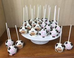 Sweet Little Cow birthday! Cow Birthday Parties, Baby Birthday Themes, 2nd Birthday Party For Girl, Farm Animal Birthday, Farm Birthday, Birthday Ideas, Barnyard Party, Farm Party, Cow Baby Showers