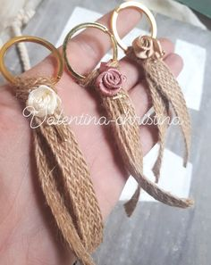 1 million+ Stunning Free Images to Use Anywhere Burlap Projects, Burlap Crafts, Diy And Crafts, Creative Gift Wrapping, Creative Gifts, Handmade Keychains, Handmade Jewelry, Denim Earrings, Garden Wedding Decorations