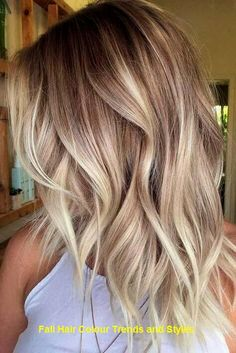 Ombre Hair Looks That Diversify Common Brown And Blonde Ombre Hair - hair style Pretty Blonde Hair, Blonde Wavy Hair, Blonde Bobs, Icy Blonde, Bright Blonde, Short Blonde, Balayage Hair Blonde Medium, Wavy Lob, Short Wavy