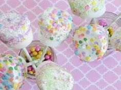 Pastel color marshmallow pops