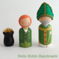 St. Patrick's Day Hand Painted Wooden Peg People. St. Patrick, Leprechaun and a pot of gold. Link: https://www.facebook.com/photo.php?fbid=787121671315784&set=a.284161178278505.80949.284105264950763&type=1&theater