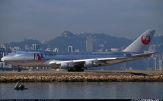 12 Critical Tips to Saving on Airport Parking Fly Around The World, Around The Worlds, Kai Tak Airport, Jumbo Jet, Air Photo, Cargo Airlines, Photo Search, Boeing 747, Aircraft Pictures