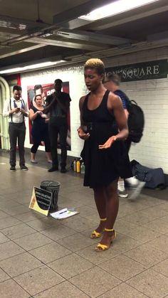 cantante en el metro