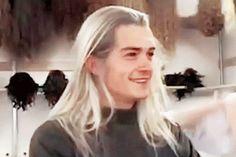 Orlando Bloom in Legolas wig Legolas And Thranduil, Aragorn, Fellowship Of The Ring, Lord Of The Rings, Bloo Me, Orlando Bloom Legolas, Sr Pelo, Fanfiction, O Hobbit