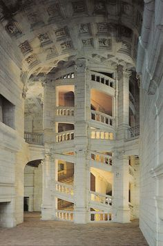Double helix stairs in Chateau Chambord Architecture Classique, Architecture Antique, Architecture Cool, Renaissance Architecture, Beautiful Buildings, Beautiful Places, Chambord Castle, French Castles, Fantasy Places