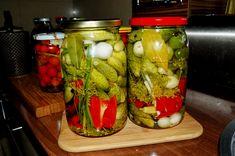 Ogórki marynowane po rosyjsku w czosnkowej marynacie - Ogrodnik w podróży Pickles, Cucumber, Canning, Recipes, Food, Essen, Meals, Ripped Recipes, Eten