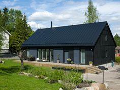 Kannustalo | Lato <3 Shed Homes, Prefab Homes, Casa Real, Pole Barn Homes, Scandinavian Home, Small House Plans, House Painting, Architecture, Black House