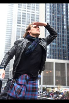 Sam sailing along, leading the way as The Grand Marshal , Sam Heughan. What a doll!