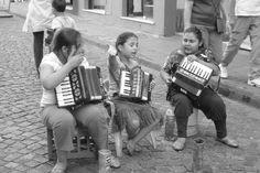 Sur le marché de #Santelmo ces gamines nous font un petit #concert