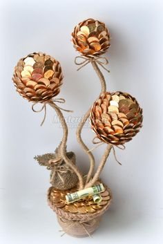 Coin Crafts, Creative Money Gifts, Money Lei, Pine Cone Decorations, Coin Art, Money Trees, Diy Home Crafts, Beaded Flowers, Diy Gifts