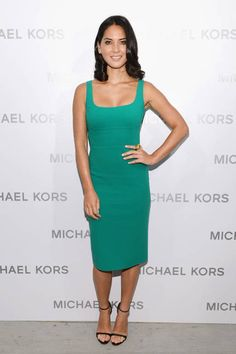 One of her best red carpet looks yet! We love Olivia Munn in this amazing #Emerald dress! #ColoroftheYear