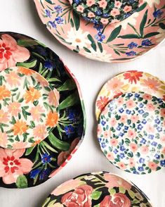 [New] The 10 Best Home Decor (with Pictures) - INSPIRATION : pretty plates for spring al fresco dining. Pottery Painting, Ceramic Painting, Ceramic Art, Painted Ceramic Plates, Ceramic Planters, Hand Painted Ceramics, Alternative Kunst, Leah Goren, Kitchenware
