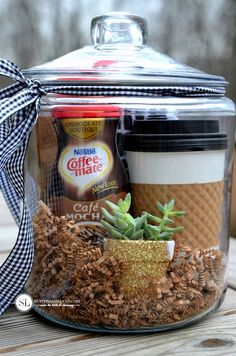 Coffee Gift Basket Make the next coffee break a true indulgence with this gift basket. Everything in it is a real treat. baskets 32 Homemade Gift Basket Ideas for Men Coffee Gift Baskets, Gift Baskets For Men, Coffee Gifts, Basket Gift, Gift For Men, Food Gift Baskets, Themed Gift Baskets, Jar Gifts, Food Gifts