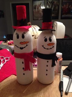 Snowmen Wine Bottles Snowmen Wine Bottles The post Snowmen Wine Bottles appeared first on Crafts. Wine Glass Crafts, Wine Craft, Wine Bottle Crafts, Wine Bottle Art, Painted Wine Bottles, Glass Bottle, Christmas Wine Bottles, Noel Christmas, Holiday Crafts