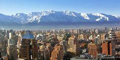 Ciudad de Santiago, Capital de la República de Chile, Santiago es su centro cultural, administrativo y financiero, además de la metrópoli más importante del país.