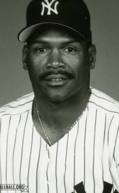 TIM RAINES Baseball Star, New York Yankees Baseball, Ny Yankees, Baseball Games, Baseball Players, Equipo Milwaukee Brewers, Mickey Mantle, Yankee Stadium, Black Side