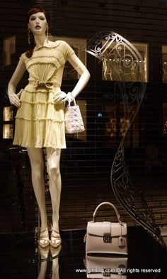 dior window displays | Dior | GIFITTING: London Street Style & Weekly Window Displays