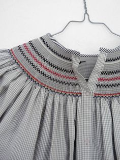 Another example of the back of a Bishop dress. Smocking Plates, Smocking Patterns, Dress Patterns, Little Girl Dresses, Girls Dresses, Punto Smok, Smocked Baby Dresses, Smocking Tutorial, Moda Kids