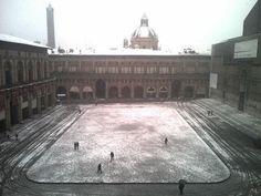 Piazza Maggiore #boneve #bologna #snow by @sushiemeusa   pic.twitter.com/jqOddme0