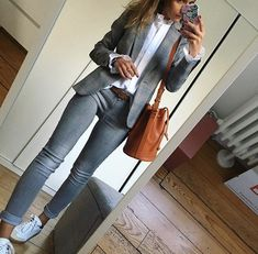 Image may contain: 1 person Casual Work Outfits, Blazer Outfits, Business Casual Outfits, Mode Outfits, Work Attire, Work Casual, New Outfits, Casual Chic, Fall Outfits