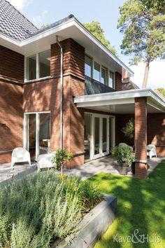 Grote dakoverstekken Garage Doors, Outdoor Decor, Home Decor, Seeds, Decoration Home, Room Decor, Home Interior Design, Carriage Doors, Home Decoration