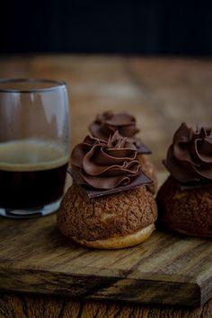 Profiteroles de chocolate
