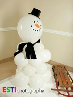 Snowman Creative ideas for Christmas Balloon Art Fun DIY Holiday Decorations that turn your home or party into a festive winter wonderlandBalloon Snowman Creative ideas f. Frozen Birthday Party, Winter Birthday Parties, Winter Parties, Christmas Birthday Party, Holiday Parties, Winter Party Foods, Frozen Party Games, Parties Kids, Holiday Party Themes
