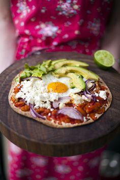huevos rancheros breakfast pizza