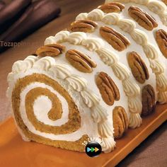 To make Pumpkin Roll Cake is easy and quick. Ingredients to make Pumpkin Roll Cake Cake Roll Recipes, Dessert Recipes, Just Desserts, Delicious Desserts, Dessert Healthy, Winter Torte, Pumpkin Roll Cake, Pumpkin Rolls, Pumpkin Dessert