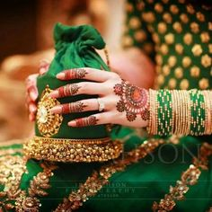 Best Wedding Accessories in India Bridal Bangles, Bridal Clutch, Wedding Clutch, Bridal Jewelry, Indian Wedding Rings, Indian Bridal, Bridal Mehndi Dresses, Bridal Outfits, Pakistani Dresses