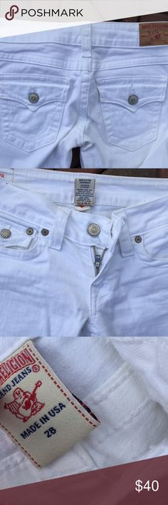 "True Religion Billy White Jeans Size 28 Size 28. Inseam: 32"". Super gently preowned. There is a super minor discoloration on the back middle belt loop. You really have to be looking for it to notice it. Be sure to view the other items in our closet. We offer both women's and Mens items in a variety of sizes. Bundle and save!! Thank you for viewing our item!! True Religion Jeans Straight Leg"