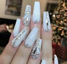 Opting for bright colours or intricate nail art isn't a must anymore. This year, nude nail designs are becoming a trend. Here are some nude nail designs. Prom Nails, 3d Nails, Long Nails, Cute Nails, Pretty Nails, Bling Wedding Nails, Coffin Nails, Bling Nail Art, Glitter Wedding