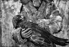 In the remote region which borders Russia, Kazakhstan, Mongolia and China live the last remaining Eagle hunters in the world. For centuries these people have hunted foxes and other small animals with their Golden Eagles. World Photography, Photography Awards, Animal Photography, Eagle Hunting, Photo Awards, Capture Photo, Golden Eagle, Le Far West, Documentary Photography