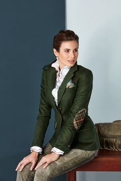 Classic traditional or a little more lifestyle? At Stassny you will find traditional costumes for every occasion and fashion accessories. The Effective Pictures We Offer You About Equestrian Fashion s Equestrian Boots, Equestrian Outfits, Equestrian Style, Equestrian Fashion, Skirt Fashion, Fashion Boots, Mode Country, Pijamas Women, Outfits Damen