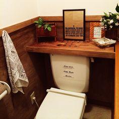 トイレタンクを隠して収納力もUP♪DIYアイデア10選 | RoomClip mag | 暮らしとインテリアのwebマガジン Tiny Mobile House, Japan Interior, Brooklyn Style, Home Desk, Kitchen And Bath, Home Kitchens, Corner Desk, Toilet, Storage