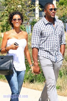 Nicole Murphy holds hands with fiancé Michael Strahan in Malibu