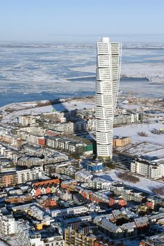 Apartment house Turning Torso in its surroundings at Swedish southern coast of Scania | Malmö, Sweden