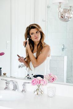 how to make your makeup last longer, brighton keller bathroom, beauty tips and tricks