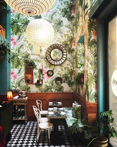 Tropical Wallpaper, DIY Brush Lettering and Have a Happy Weekend! We love Leo's Oyster Bar in San Francisco with its botanical wallpaper. Amazing by Ken Fulk Interior Design. Interior Tropical, Tropical Decor, Tropical Design, Tropical Style, Tropical Bathroom, Bathroom Small, Botanical Interior, Tropical Homes, Colorful Bathroom