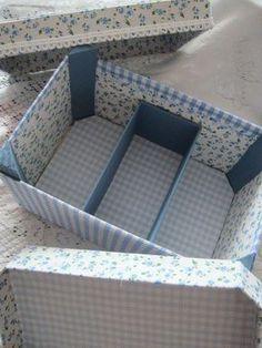Tuto pour transformer une cagette en boîte à couture Coin Couture, Couture Sewing, Foam Board Crafts, Diy Desktop, Sewing Online, Cardboard Crafts, Craft Box, Diy Box, Craft Organization