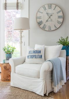 Summer home tour inspired by the sea and lush greenery of the Pacific Northwest. Coastal accents, fresh greenery and saturated blues welcome the summer season. Summer House, Decor, House Interior, Mexican Style Homes, House Tours, Home, Summer Colors, Home Decor, Room