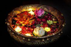 DIY Floating Candles Crafts Ideas - Grafitydekor [dot] com Happy Diwali, Diwali Diy, Diwali Decorations At Home, Light Decorations, Flower Decorations, Banner Design, Indian Festival Of Lights, Diwali Lights, Diwali Candles