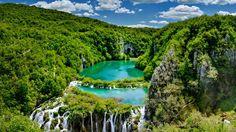 Des joyaux naturels comme les lacs de Kaluderovac et Novakovica Brod surprennent par l'intensité de leurs couleurs et leurs eaux cristalline...
