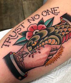 Traue niemandem – Tattoos – Don't trust anyone – tattoos – one Traditional Style Tattoo, Traditional Tattoo Old School, Traditional Tattoo Sleeves, American Traditional Tattoos, Old School Tattoo Designs, Tattoo Designs Men, Body Art Tattoos, Sleeve Tattoos, Tattoo Ink