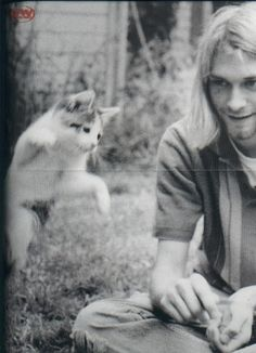 Awwwwww - Kurt with a kitty! Kurt Cobain (February 1967 - April was the lead singer, guitarist, and primary songwriter of the grunge band Nirvana. Cobain died at the age of due to a self-inflicted gunshot wound to the head. Nirvana Kurt Cobain, Nirvana Art, Kurt Cobain Photos, Crazy Cat Lady, Crazy Cats, Celebrities With Cats, Celebs, Men With Cats, Grunge