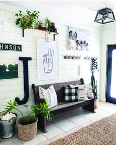 Looking for small entryway decor? Take a look at these stunning entryway decor ideas that will upgrade your space. ideas with bench Best Small Entryway Decor & Design Ideas To Upgrade Space 2020 Decor, Furniture, Small Entryways, Farmhouse Decor, Decor Design, Gallery Wall, Home Decor, Entryway Decor Small, Small Decor