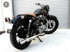 Cafe Racer, custom and classic motorcycles from around the globe. Featuring the world's top builders of custom motorcycles and Cafe Racers since British Motorcycles, Cool Motorcycles, Vintage Motorcycles, Classic 350 Royal Enfield, Enfield Classic, Enfield Motorcycle, Motorcycle Style, Enfield Bike, Women Motorcycle